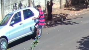 Câmera de segurança flagra furto de carro em Ribeirão Preto